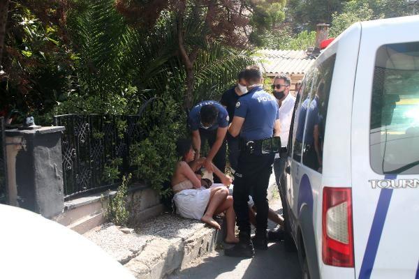 İstanbul'da yarı çıplak sokakta kavga edip taksiciye saldırdılar