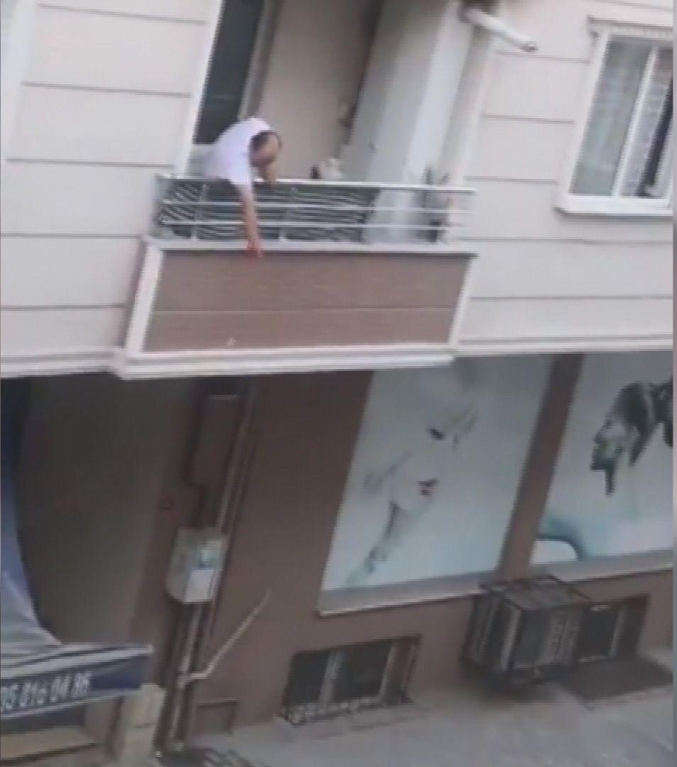 Küçükçekmece'de tartıştığı ailesine eşya fırlatırken balkondan böyle düştü