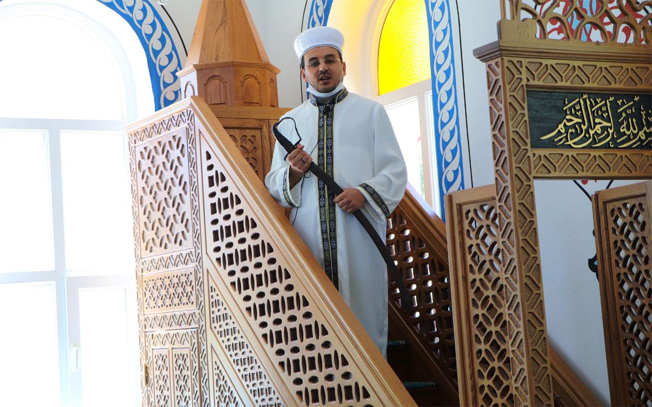 Samsun Ladik'te bu camide hutbe 9,5 asırdır 'kılıç'la okunuyor
