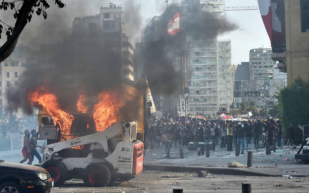 Beyrut'ta protestocular ile güvenlik güçleri arasında çatışma!
