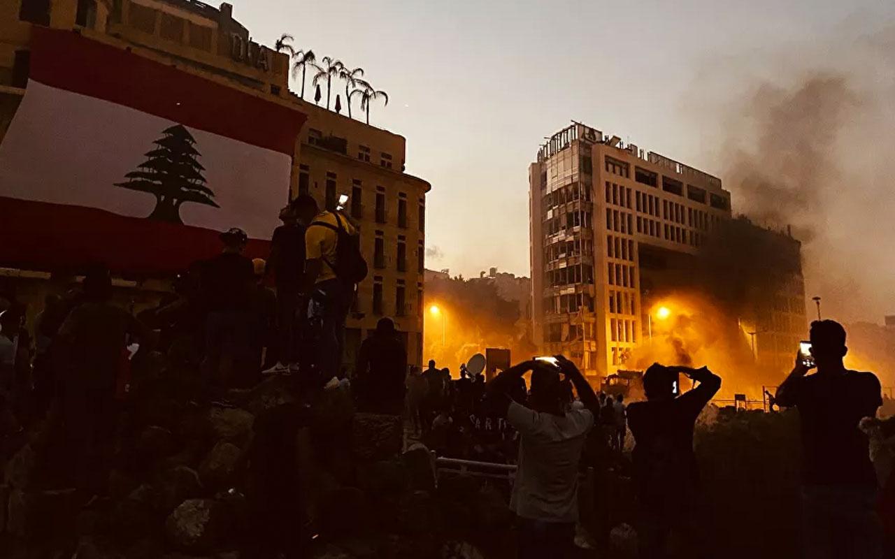 Beyrut fena karıştı! Göstericiler bakanlık binalarını bastı! 490 kişi yaralandı 1 polis öldü