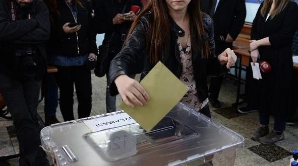 İki parti baraj altında kalıyor! Türk siyasetinde her şey değişecek