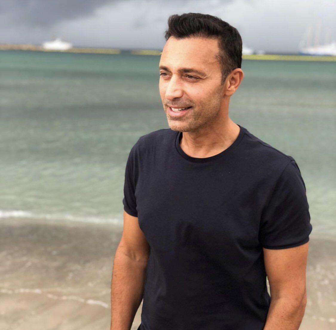 Mustafa Sandal eski eşi Emina Jahovic ile pozunu önce paylaştı sonra sildi