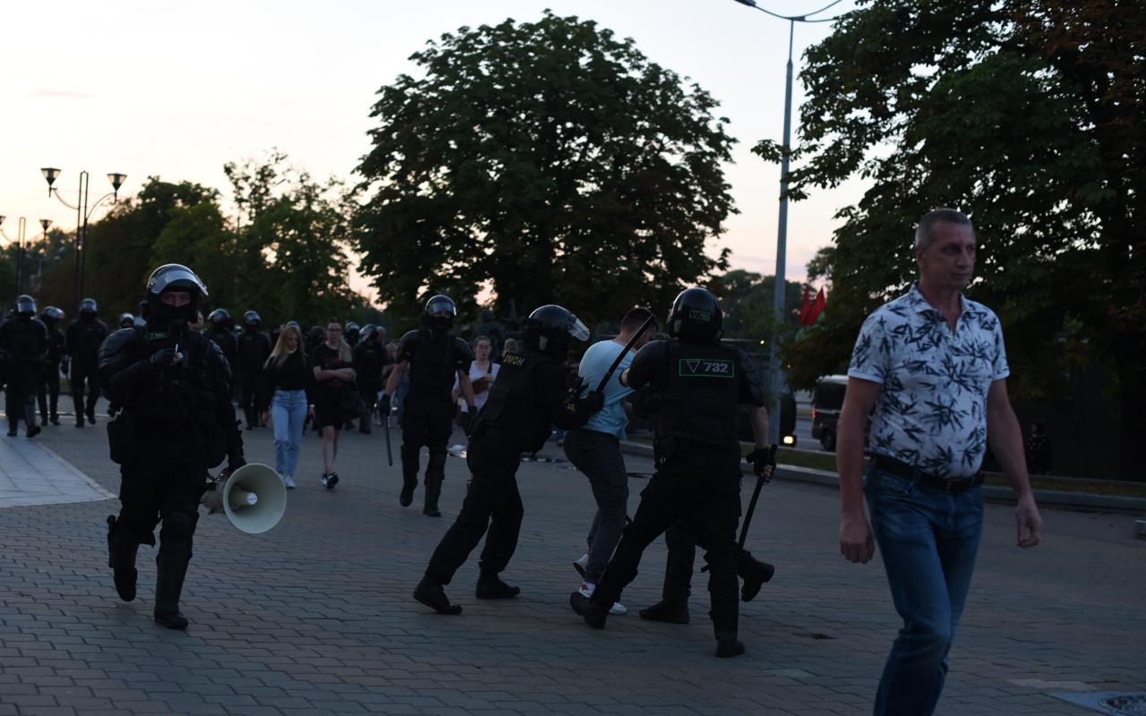 Belarus'ta sular durulmuyor! Yüzde 80 oy aldı ülke karıştı