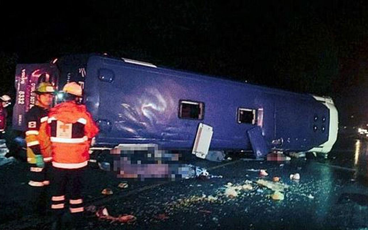 Meksika'da yolcu otobüsü devrildi: 13 ölü 20 yaralı