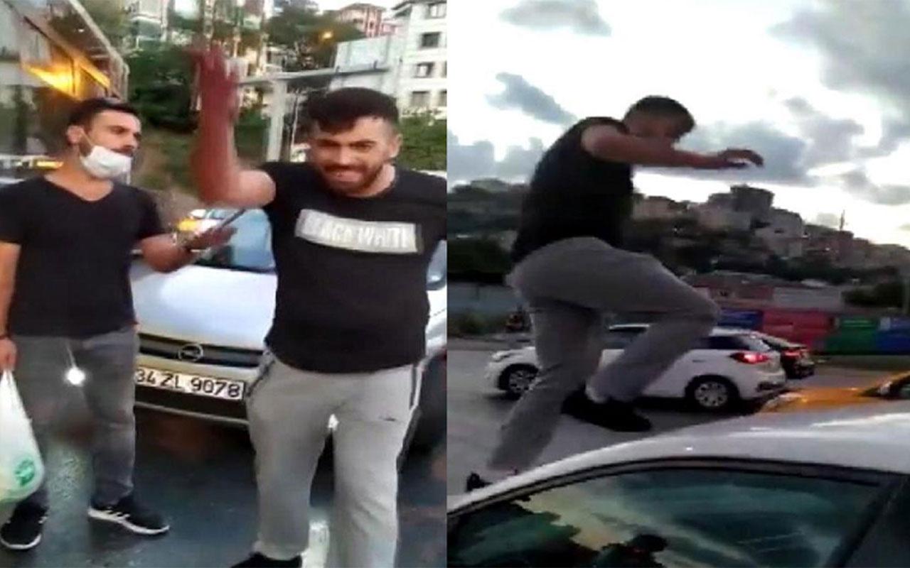 Trafi̇kte maganda kadın sürücüye ve aracına saldırdı