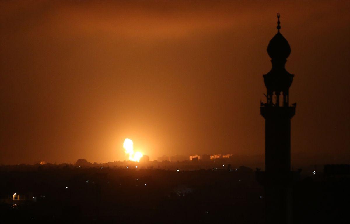 'Kargaşa Timi' sokağa çıktı! İsrail uçakları Gazze'ye havadan saldırdı