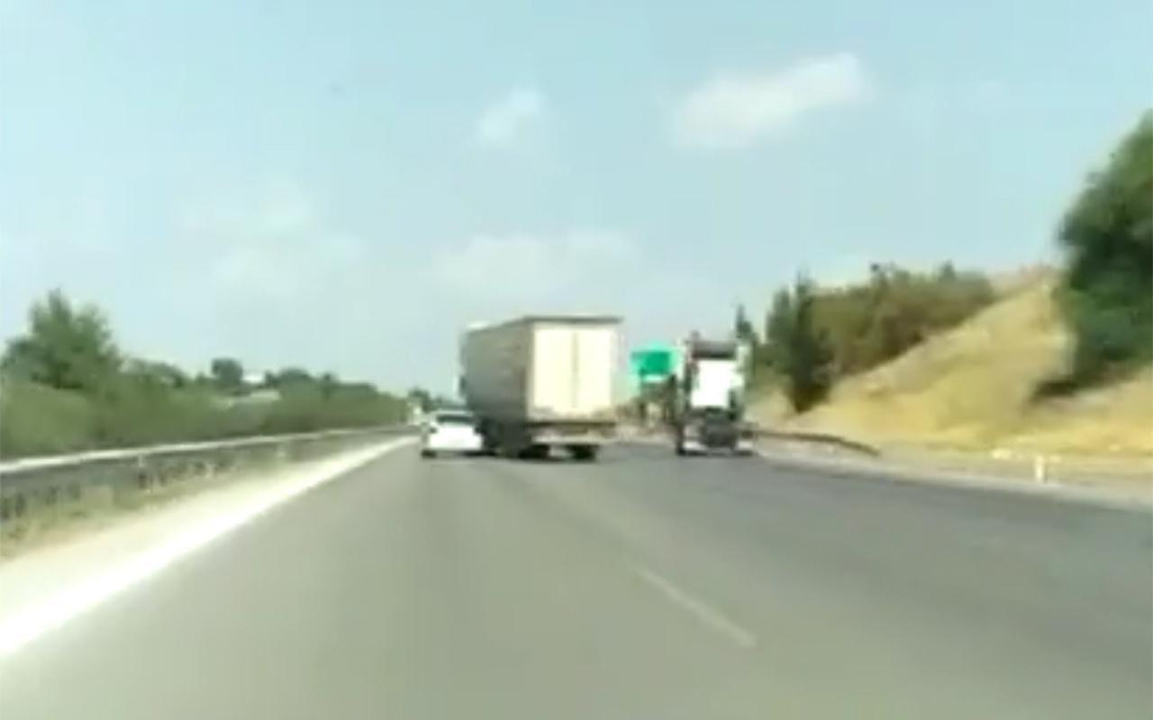 Mersin'de TIR şoförünün tehlikeli yolculuğu kameralara yansıdı