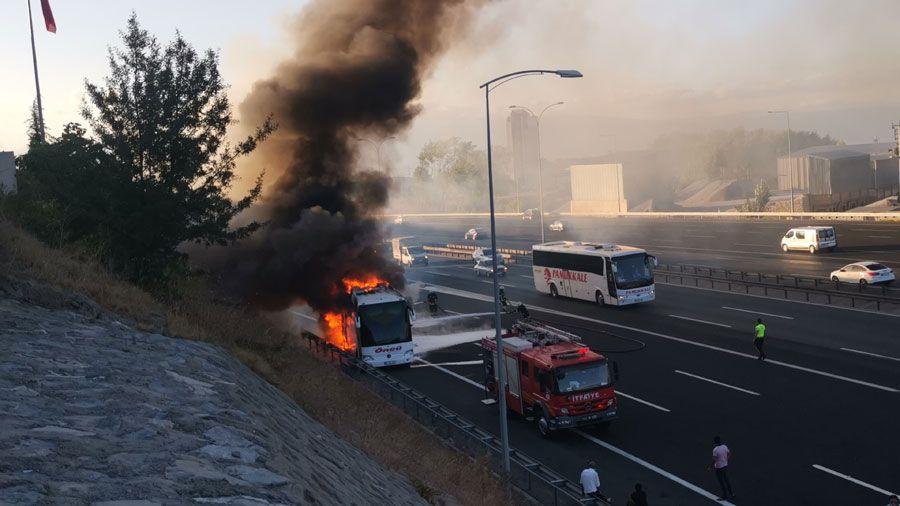 Facianın eşiğinden dönüldü!  Kocaeli'de seyir halindeki yolcu otobüsü yandı