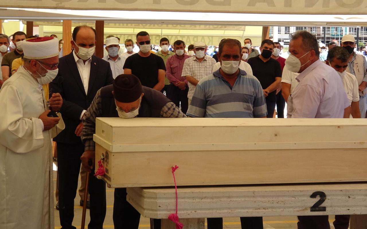 Koronavirüsten ölen Çumra Belediye Başkanı Halit Oflaz toprağa verildi