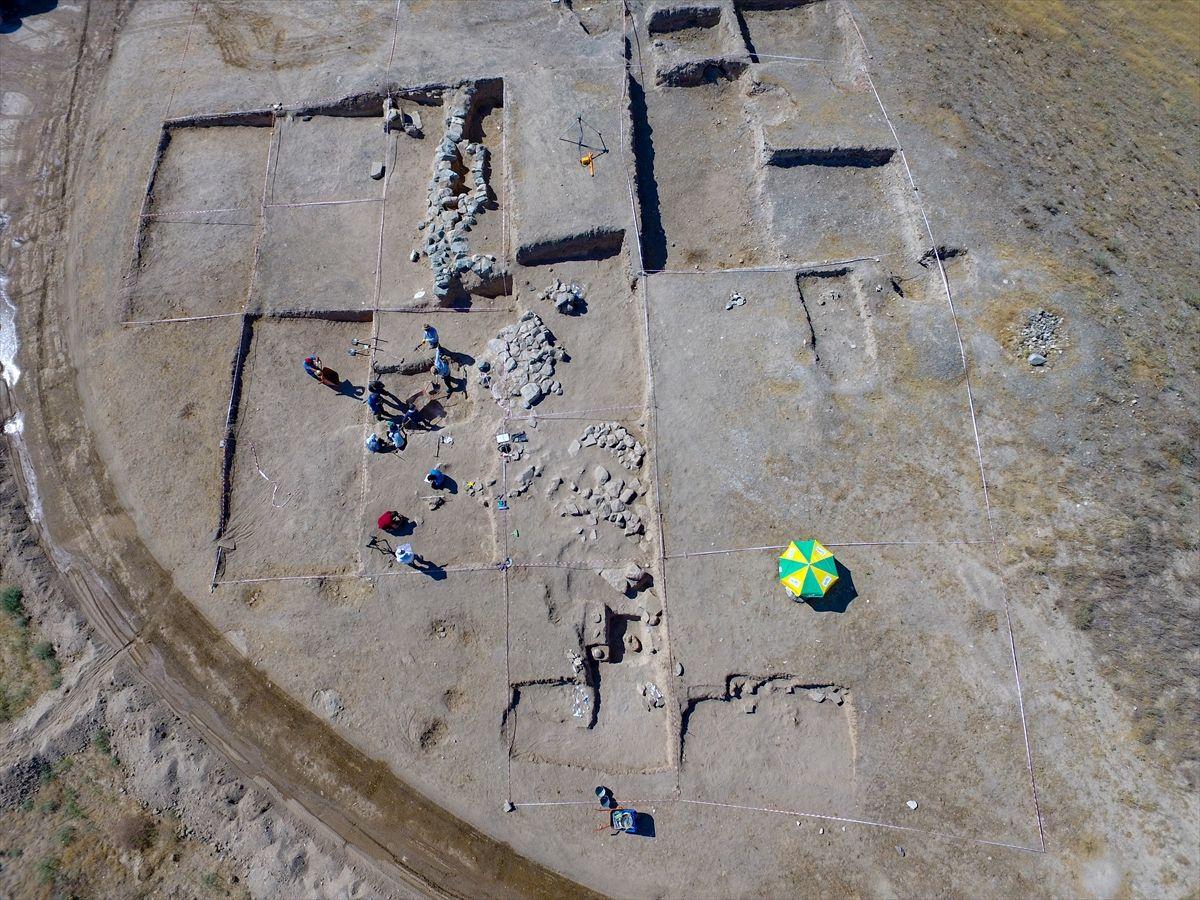 Van'daki kazılarda bulundu! Kolunda ejder başlı iki bilezik olan çocuk iskeleti
