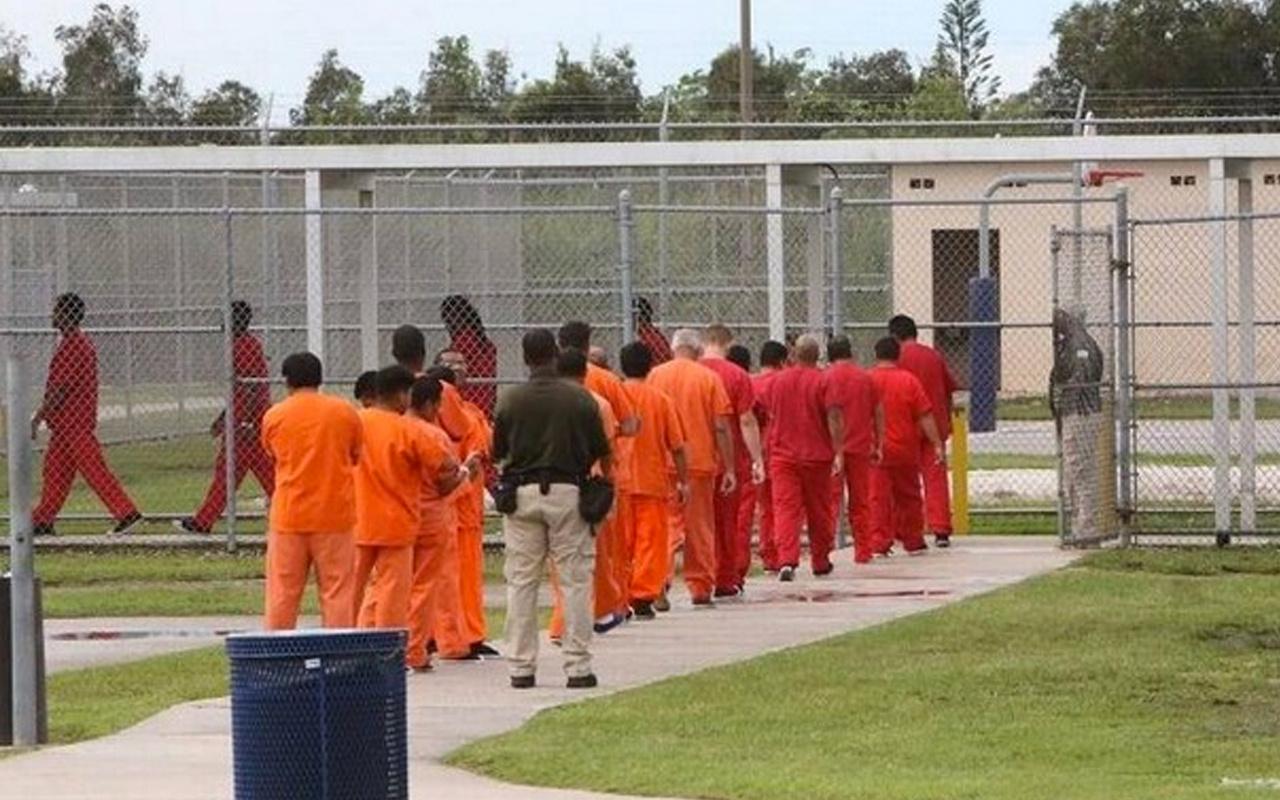 ABD'de skandal! Tutuklu Müslümanlar göçmenlere zorla domuz eti yedirdiler