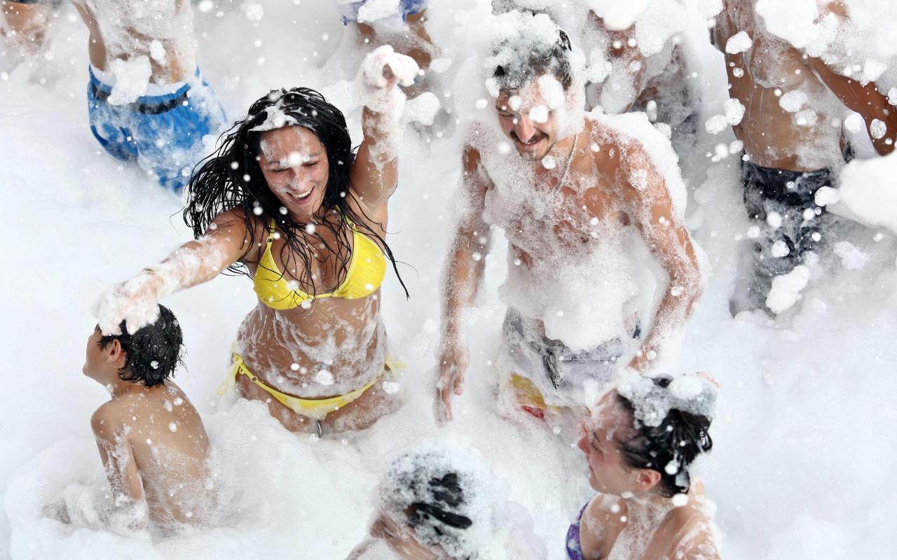 Antalya'da köpük partilerine koronavirüs yasağı