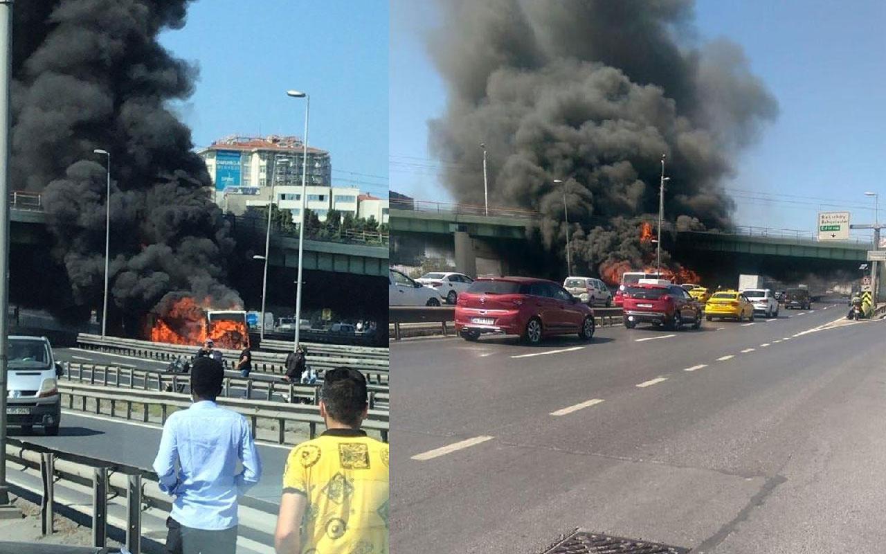 Zeytinburnu'nda metrobüs alev alev yandı feci görüntüler