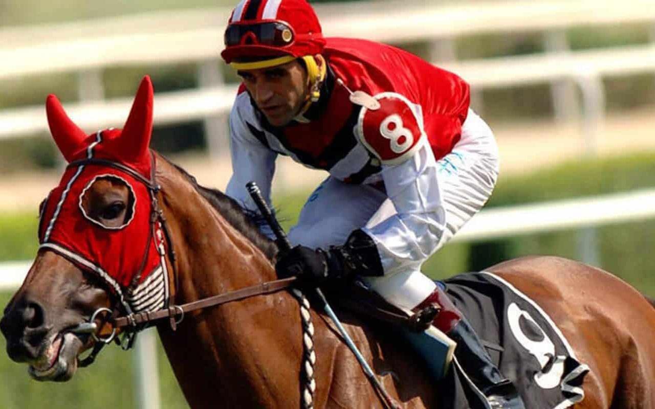 Halis Karataş atına yumruk atarken görüldü cezayı kendisi kesti
