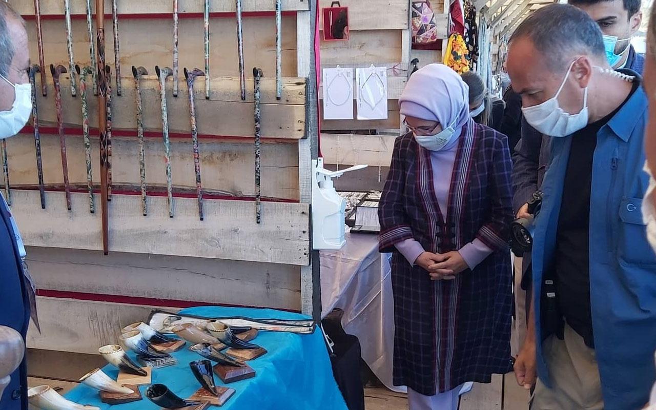 Ahlat'a gelen Emine Erdoğan atık malzemelerden yapılan ürünleri inceledi