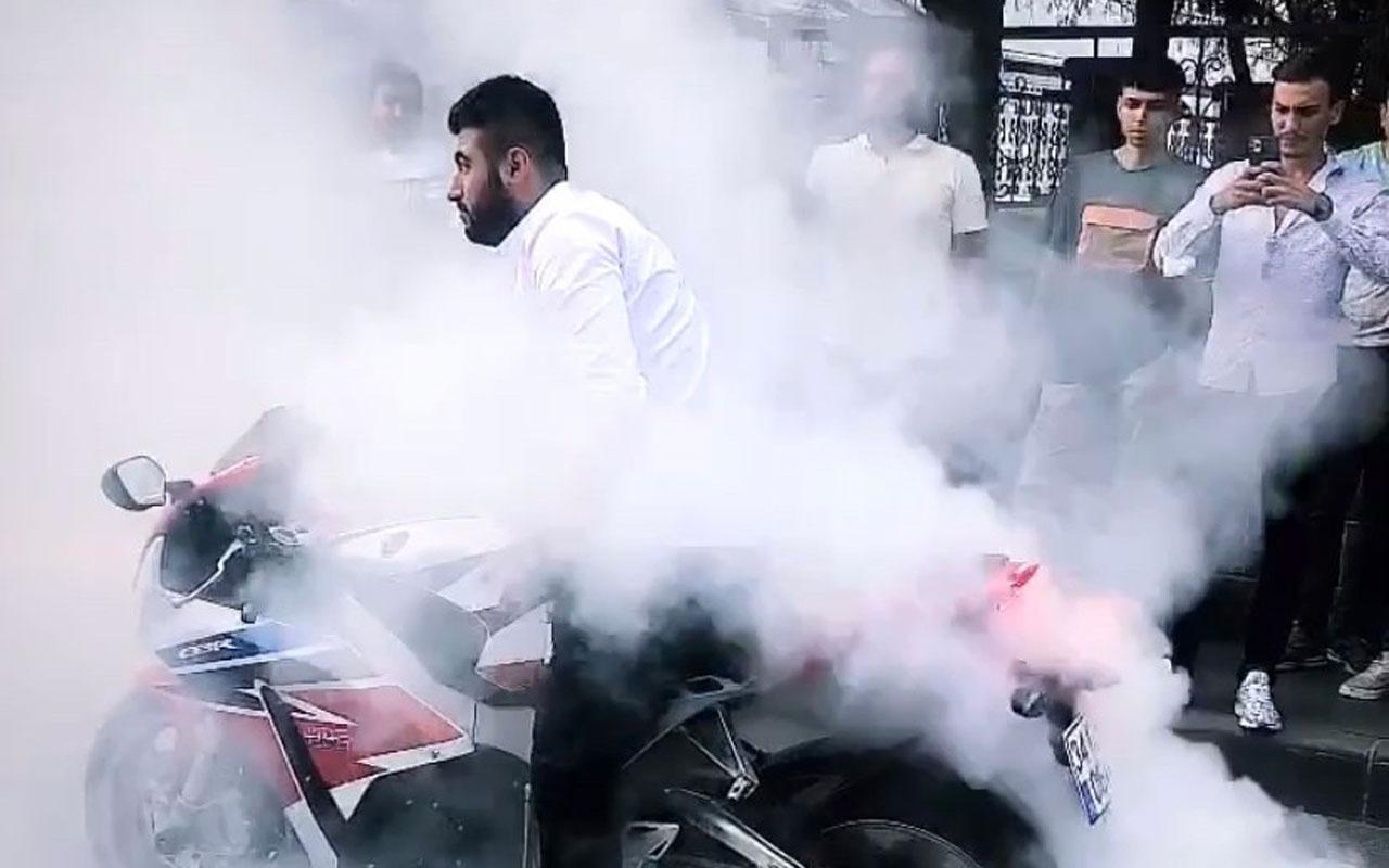 """İstanbul Zeytinburnu'nda motosikletli magandalardan """"drift"""" terörü! İşte o anlar"""