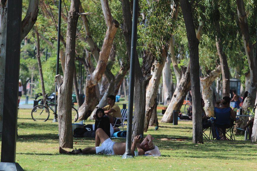Antalya'da kavurucu sıcak termometreler 43 dereceyi gösterdi