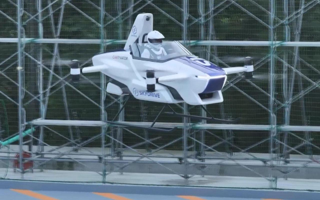 Uçan otomobile bir adım daha atıldı Japonya'da otomobil 4 dakika havada kaldı