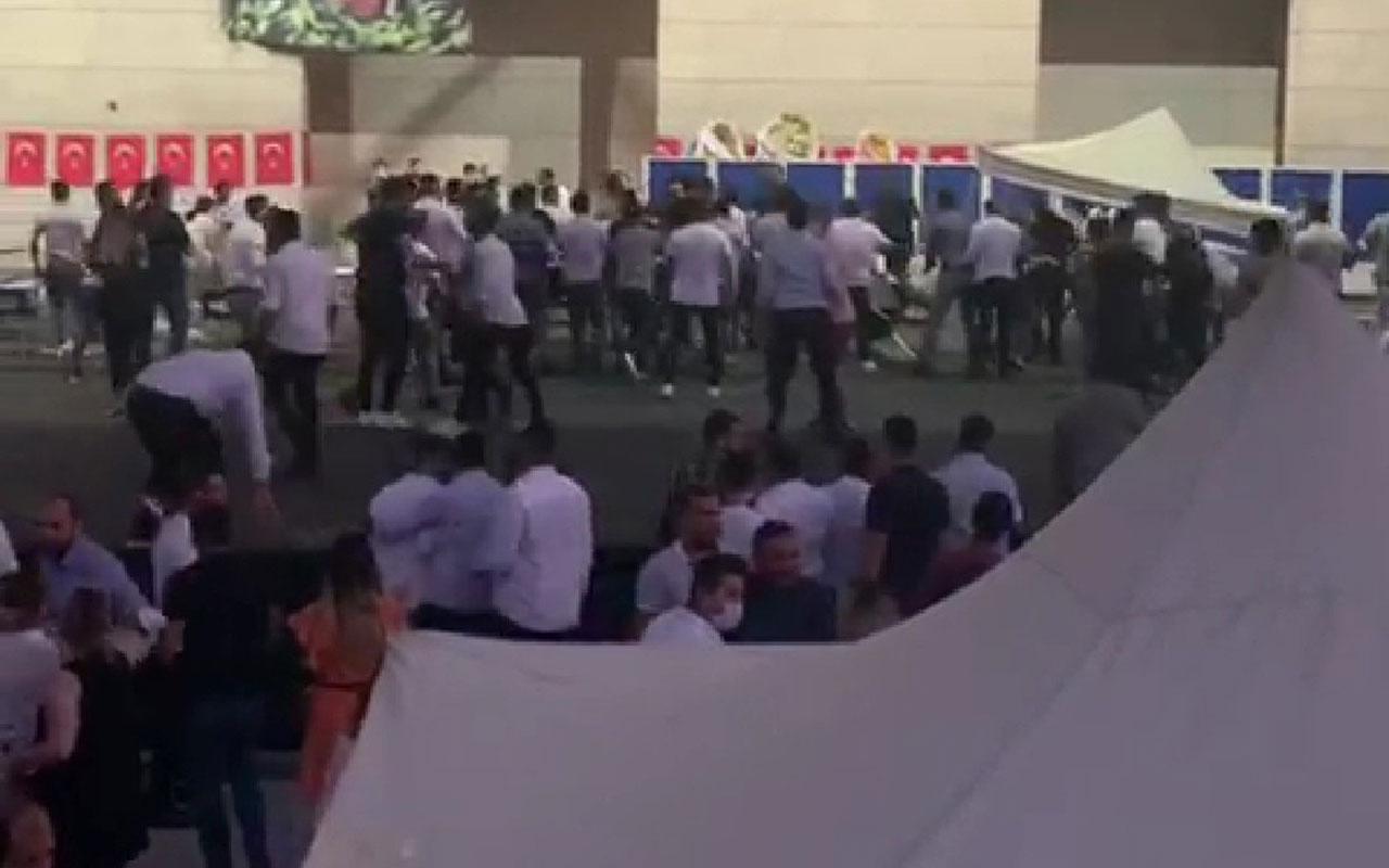 CHP İzmir Gençlik Kolları kongresinde kavga! Gazeteciler dövüldü