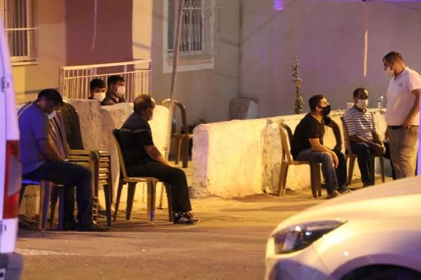 Denizli'de koronavirüsten ölen kişinin evinin önünde pes dedirten olay