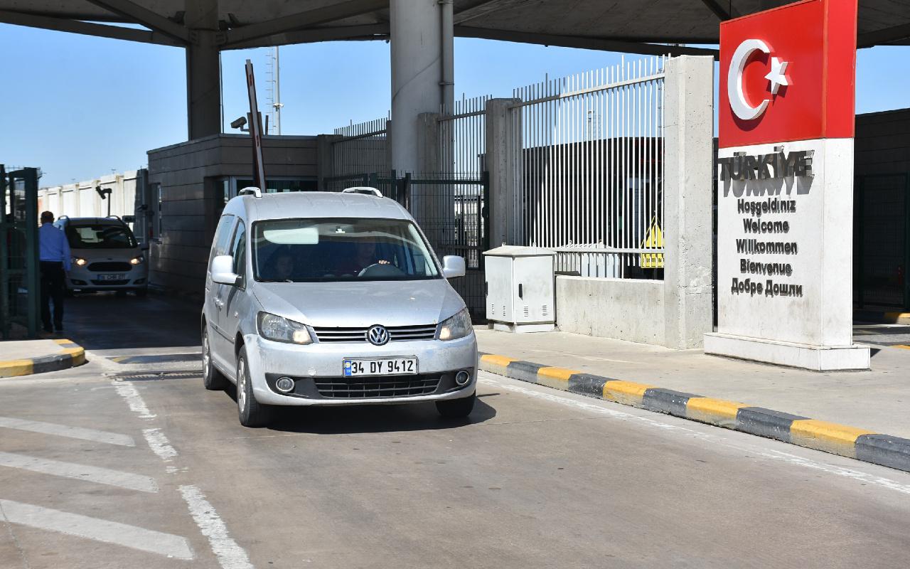 Bulgaristan karantinayı kaldırınca Kapıkule Sınır Kapısı'ndan girişler başladı