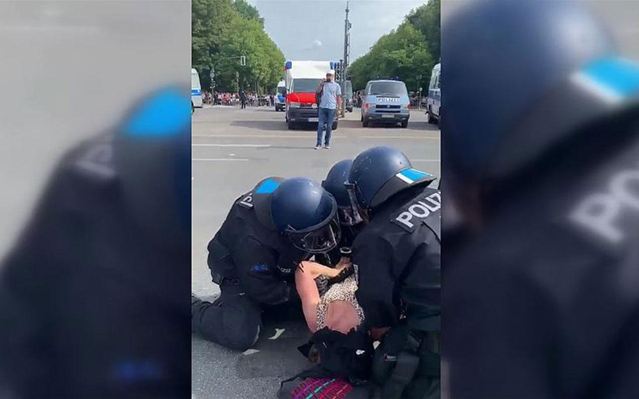 Almanya'da polis hamile kadını yere yatırıp böyle yumrukladı