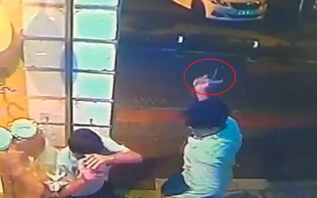 Eli kız arkadaşına dokunan yolcuyu tabanca kabzasıyla öldürdü