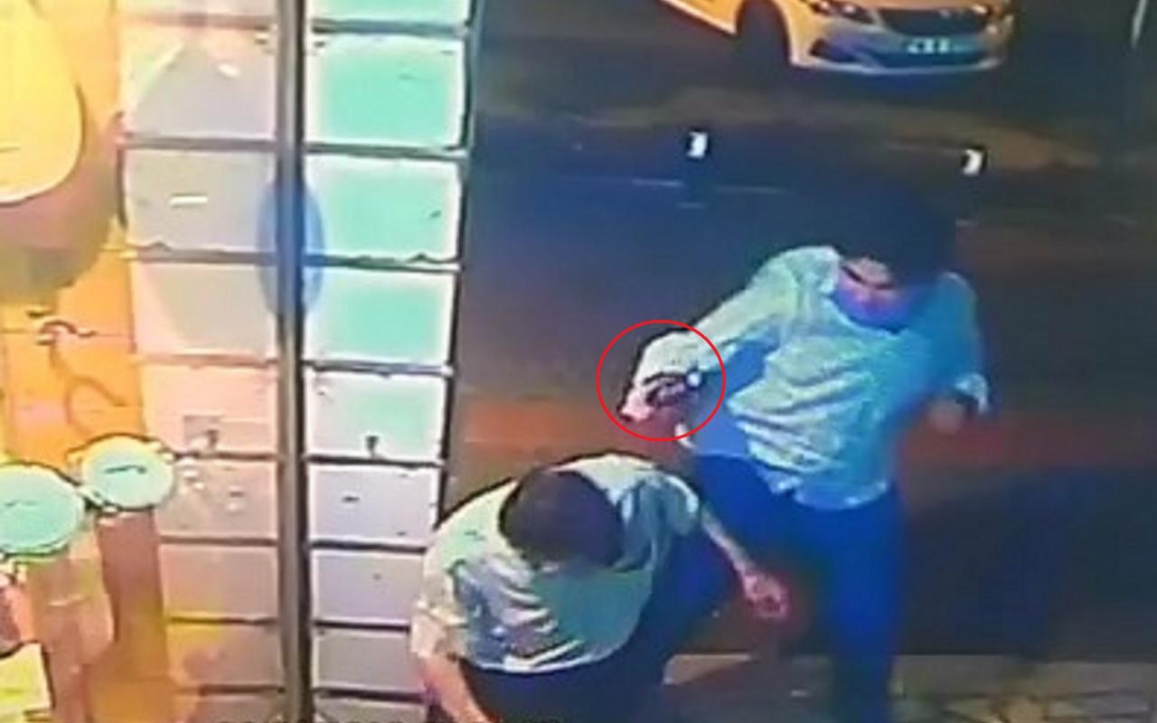 Eli kız arkadaşına dokunan yolcuyu, tabanca kabzasıyla döverek öldürdü