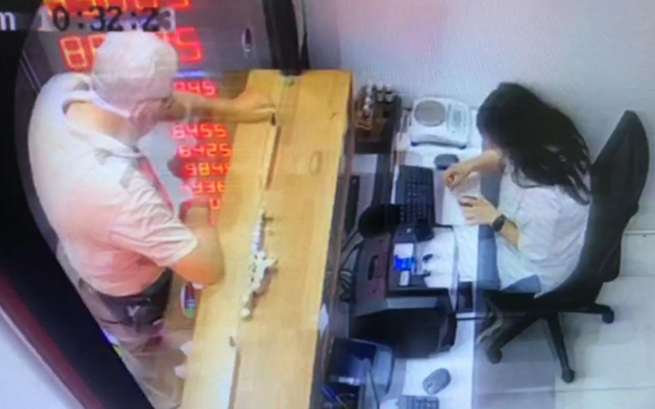 İstanbul'da yaşlı adam döviz bürosuna 100 bin liralık sahte altın sattı!