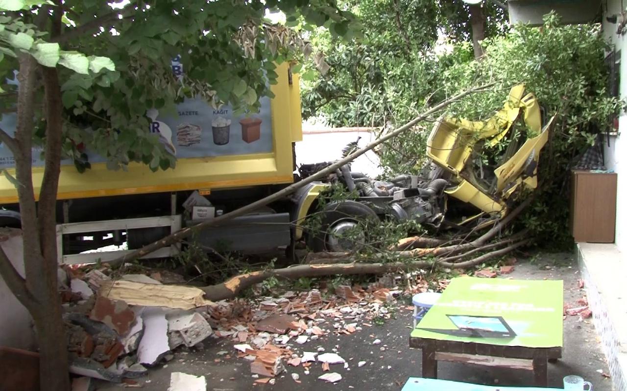 Sarıyer'de çöp kamyonu ortalığı savaş alanına çevirdi