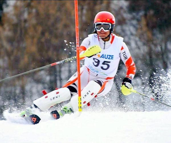 Koronavirüse yakalanan milli kayakçı Sıla Kara: Gençliğinize güvenmeyin, nefesimizi kesti