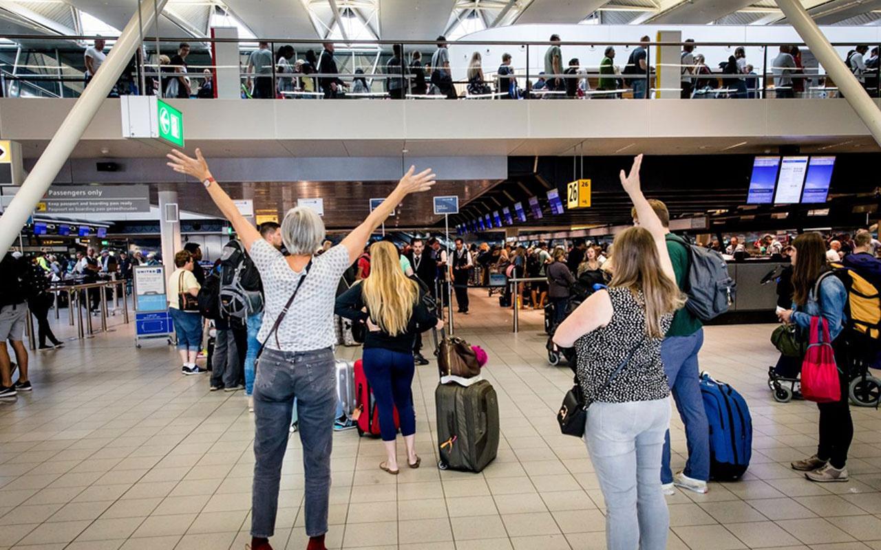 Ağustos'ta hava yolunu 9 milyon 600 bin yolcu kullandı