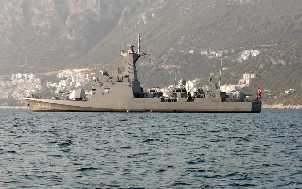 Türk savaş gemisinden Yunanistan'a gözdağı
