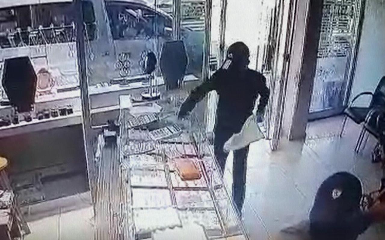 Adana'da 29 saniyelik kuyumcu soygunu güvenlik kameralarına yansıdı
