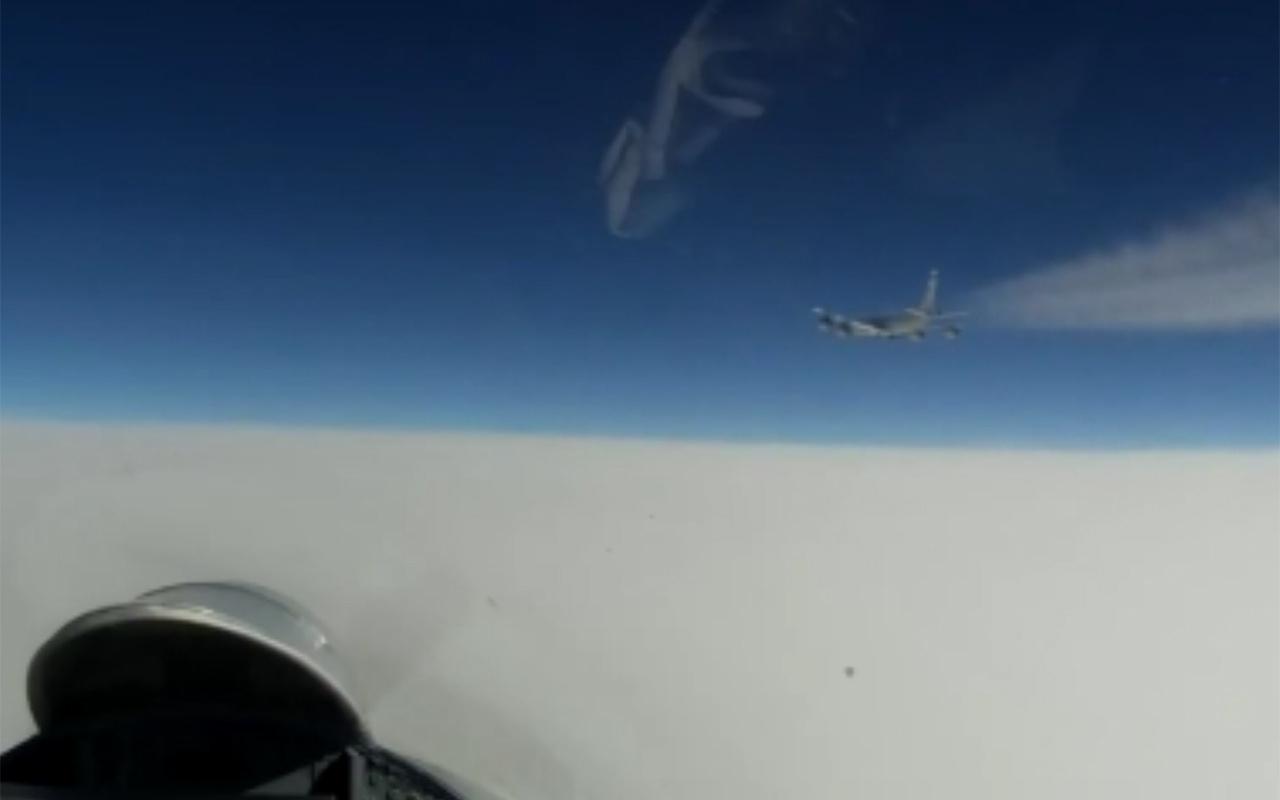 Rus savaş uçağı Baltık Denizi'nde ABD ve Norveç'e ait keşif uçaklarını engelledi