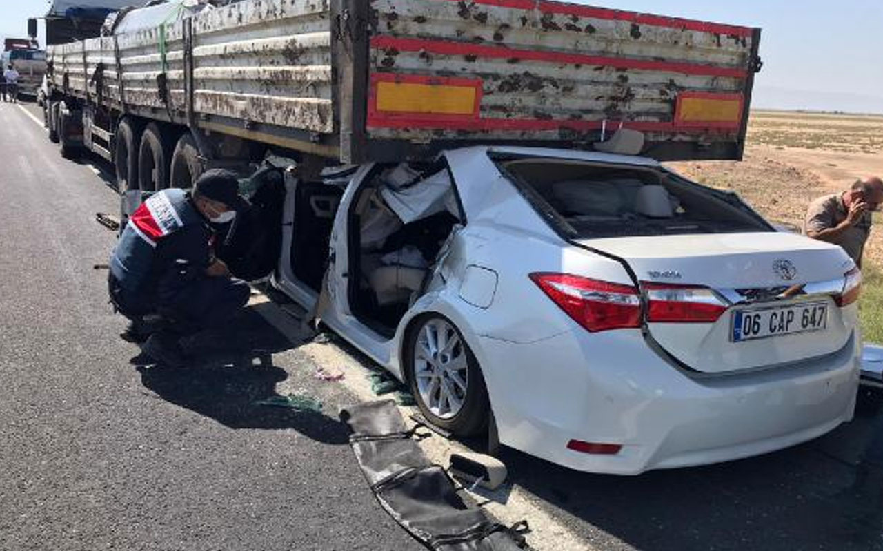 Konya'da otomobil TIR'ın altına girdi: 1 ölü, 4 yaralı