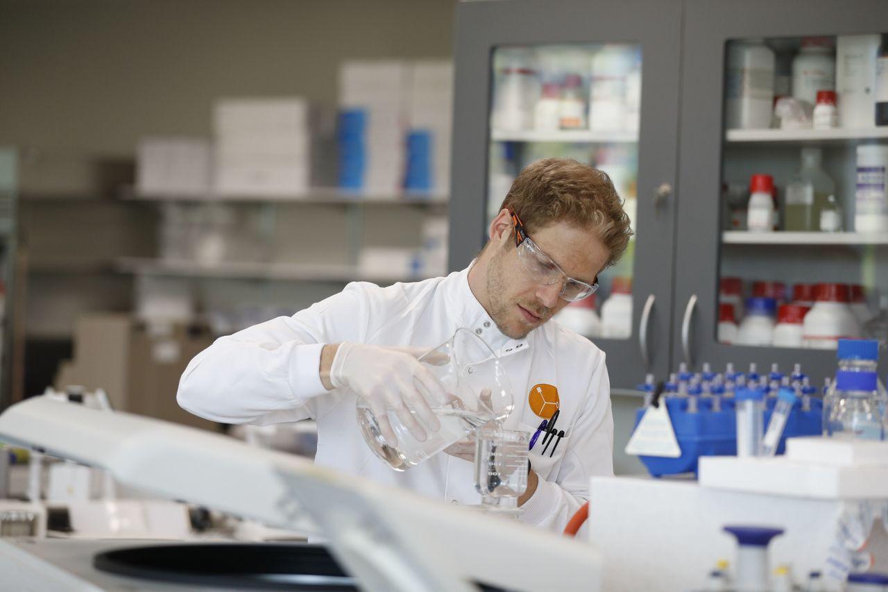 Koronavirüs aşısında büyük şok! Oxford Üniversitesi ve AstraZeneca'nın Covid-19 aşıları durduruldu