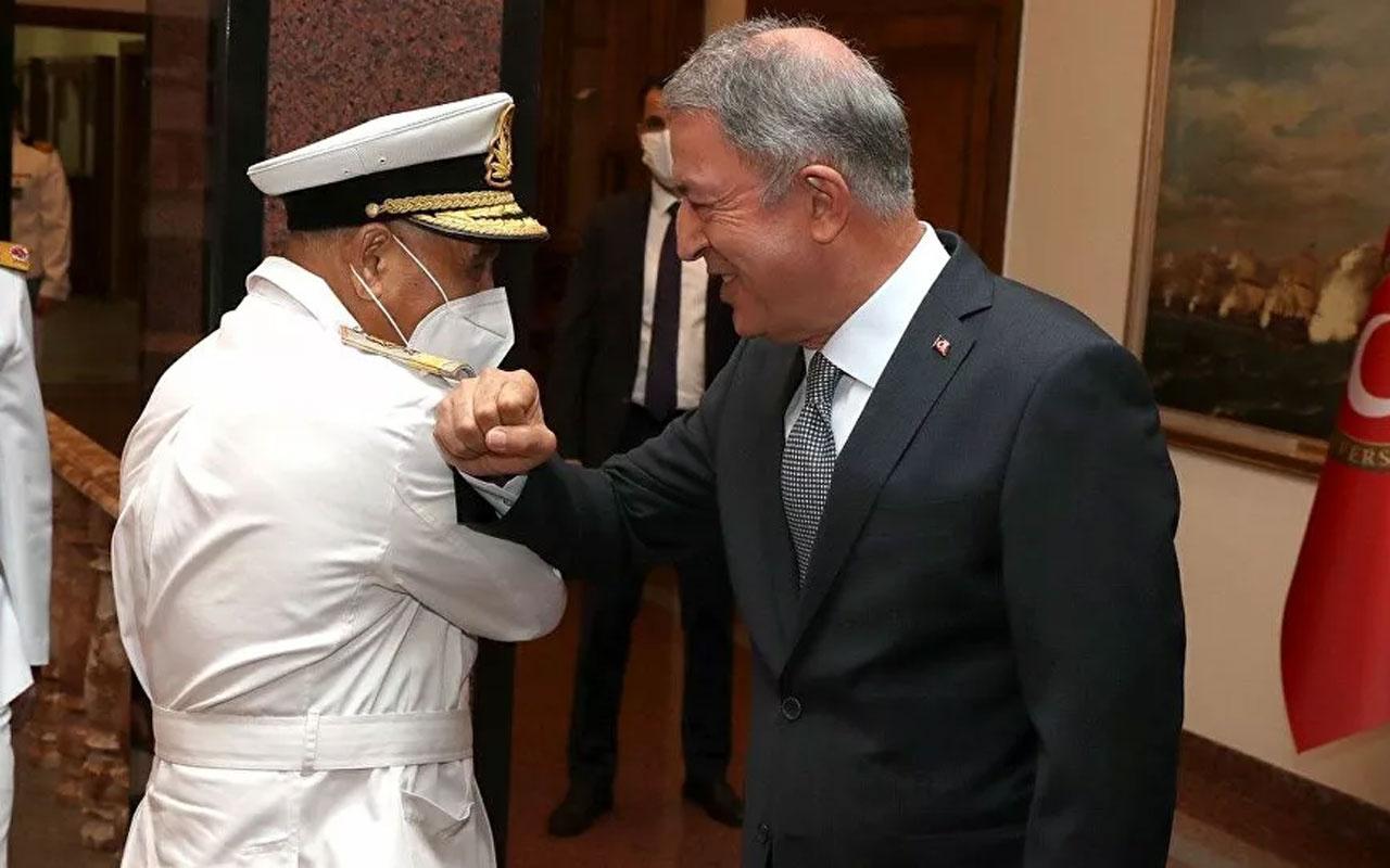 Libya Deniz Kuvvetleri Komutanı ile görüşen Bakan Akar: Libya Libyalılarındır