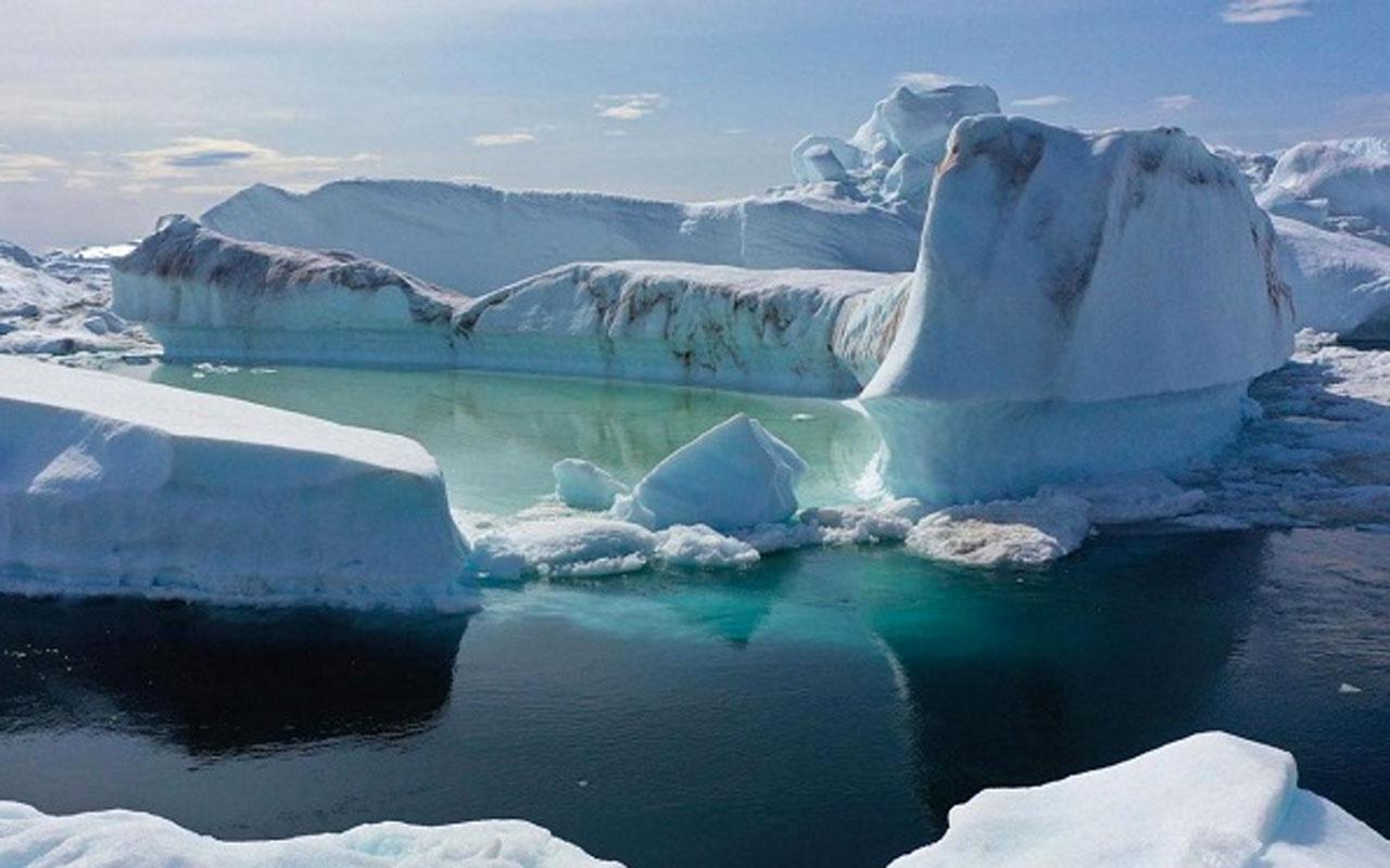 Grönland'da devasa bir buz tabakasından büyük bir parça koptu