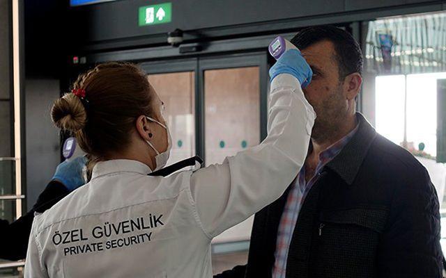 Kapıda ateş ölçme uygulamasının koronavirüsü önleme konusunda bir anlamı yok