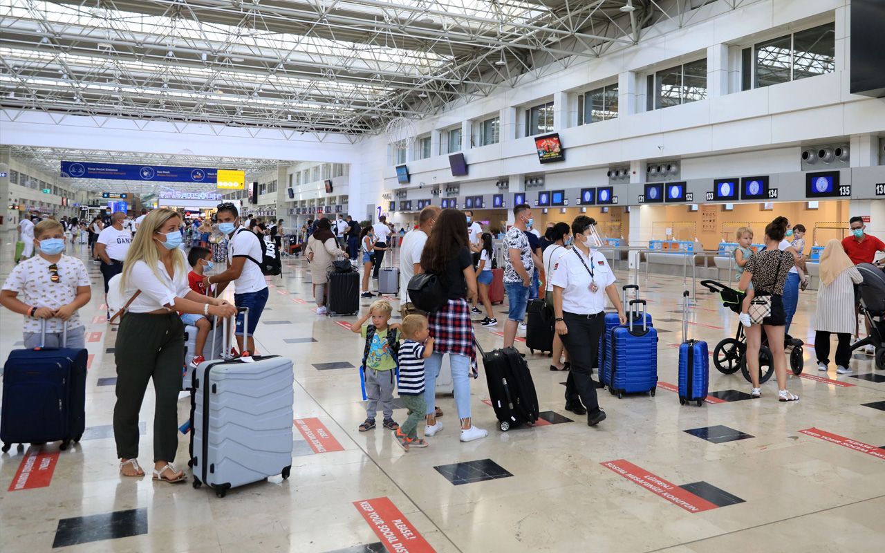 Antalya'ya Rus turist akını Eylül ayı 15 günde bir önceki ayın rekorunu kırdı