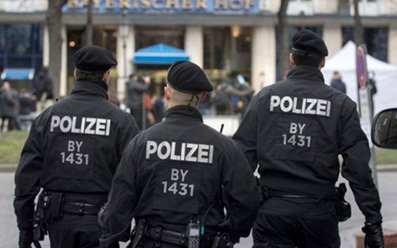 Almanya'da Hitler'in fotoğraflarını paylaşan 29 polis memuru görevden alındı