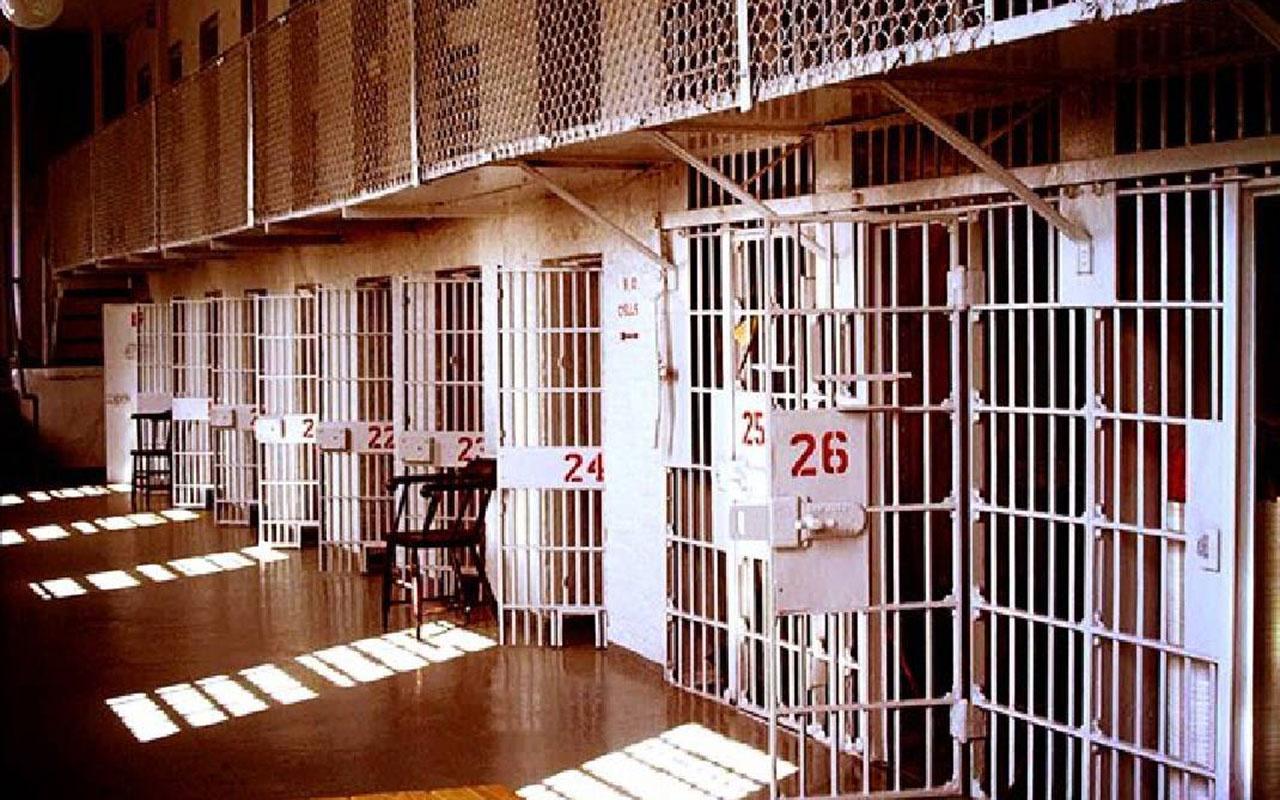 Uganda'da 219 mahkum çıplak şekilde cezaevinden firar etti