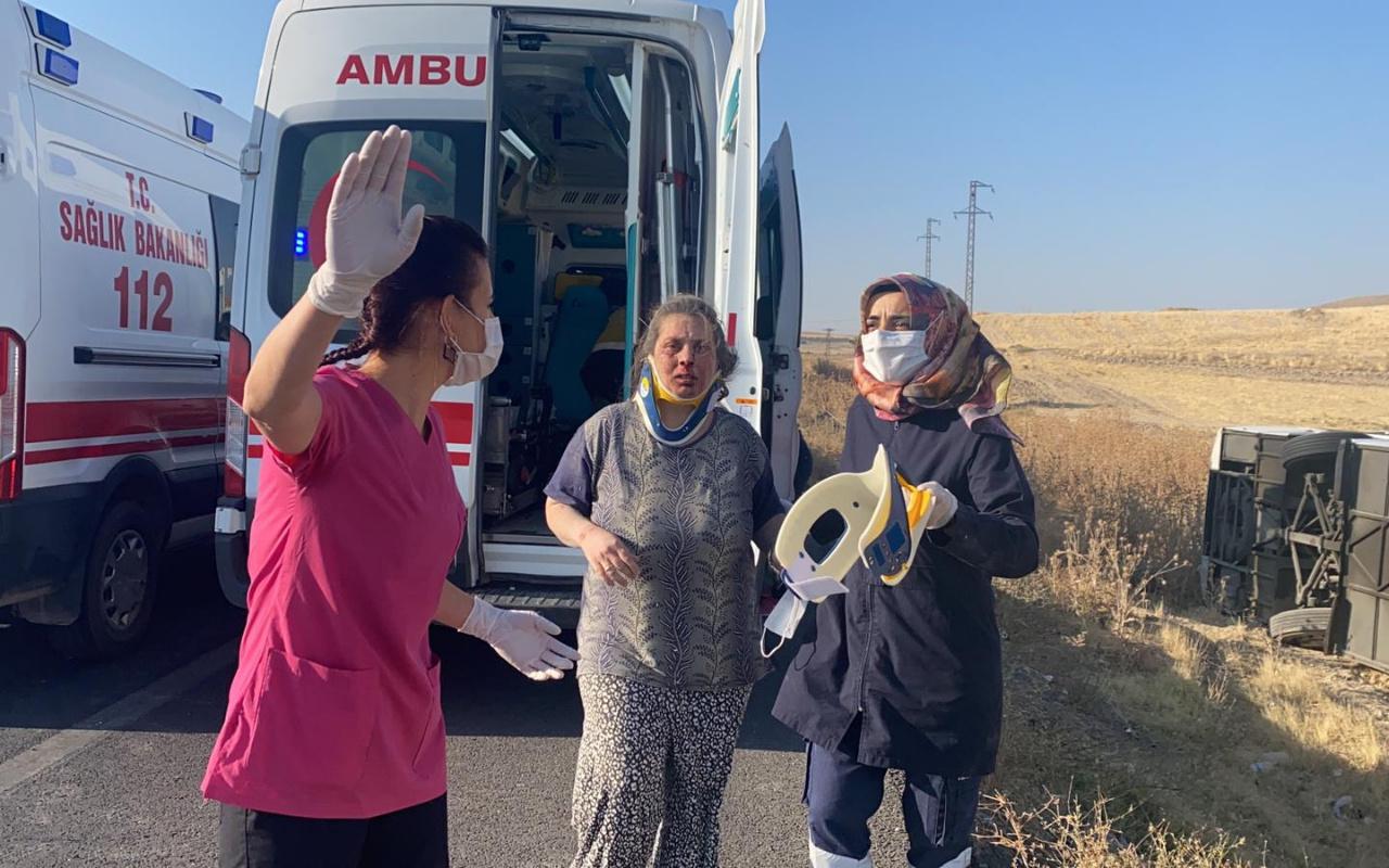 Aksaray'da yolcu otobüsü şarampole devrildi: 30 yaralı