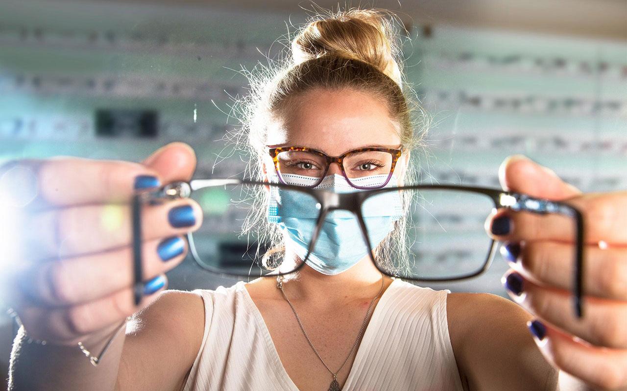 Bilim insanları açıkladı! Gözlük takanlar 5 kat daha az koronavirüse yakalanıyor