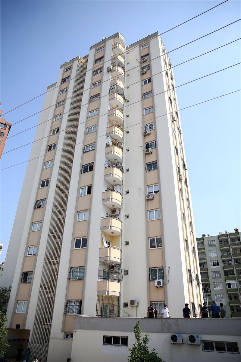 Adana'da cam silerken 11. kattan düşen kadın hayatını kaybetti