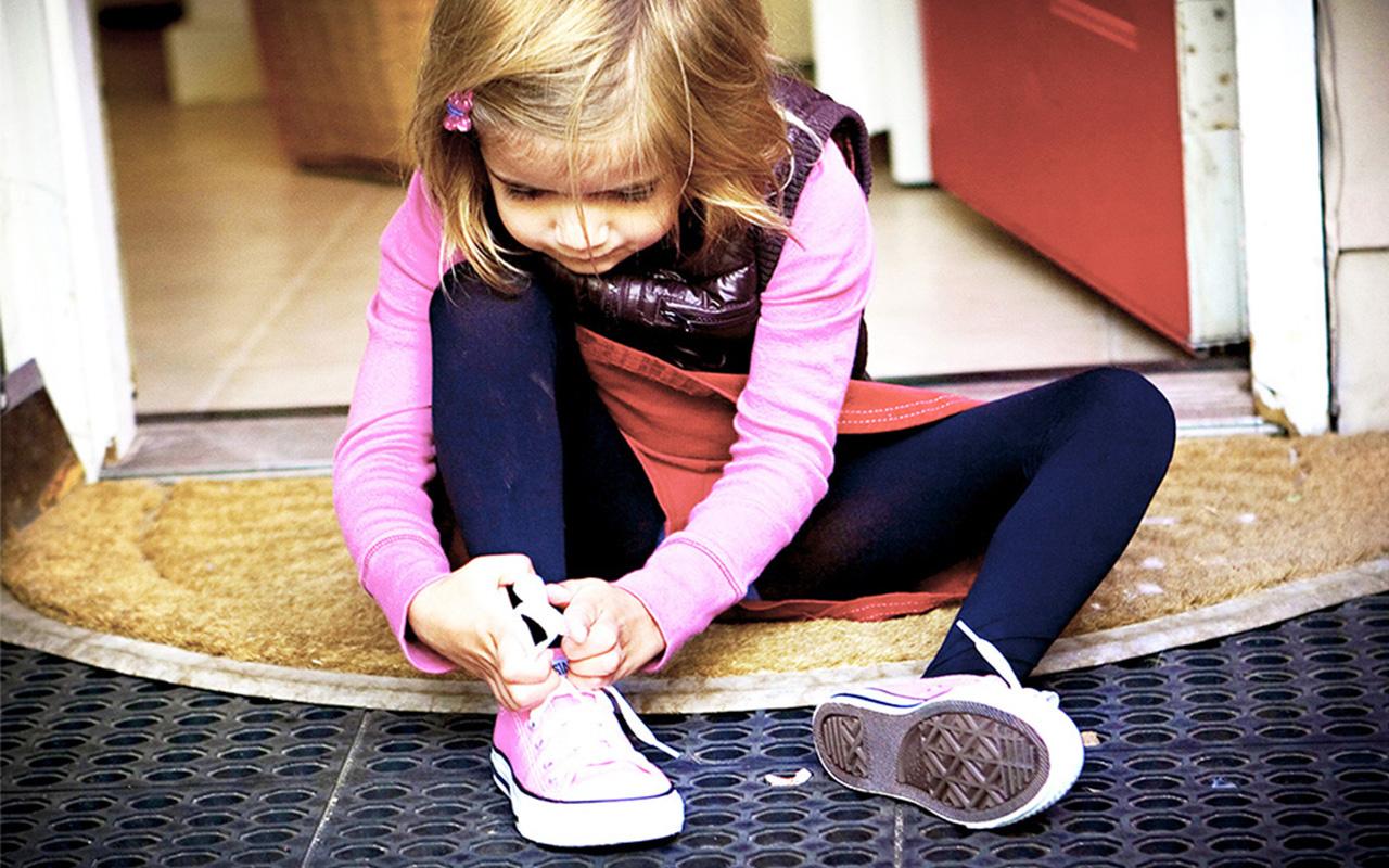 Çocuğunuz ayakkabısını bağlayamıyorsa dikkat! 'Sakar çocuk sendromu' nedir