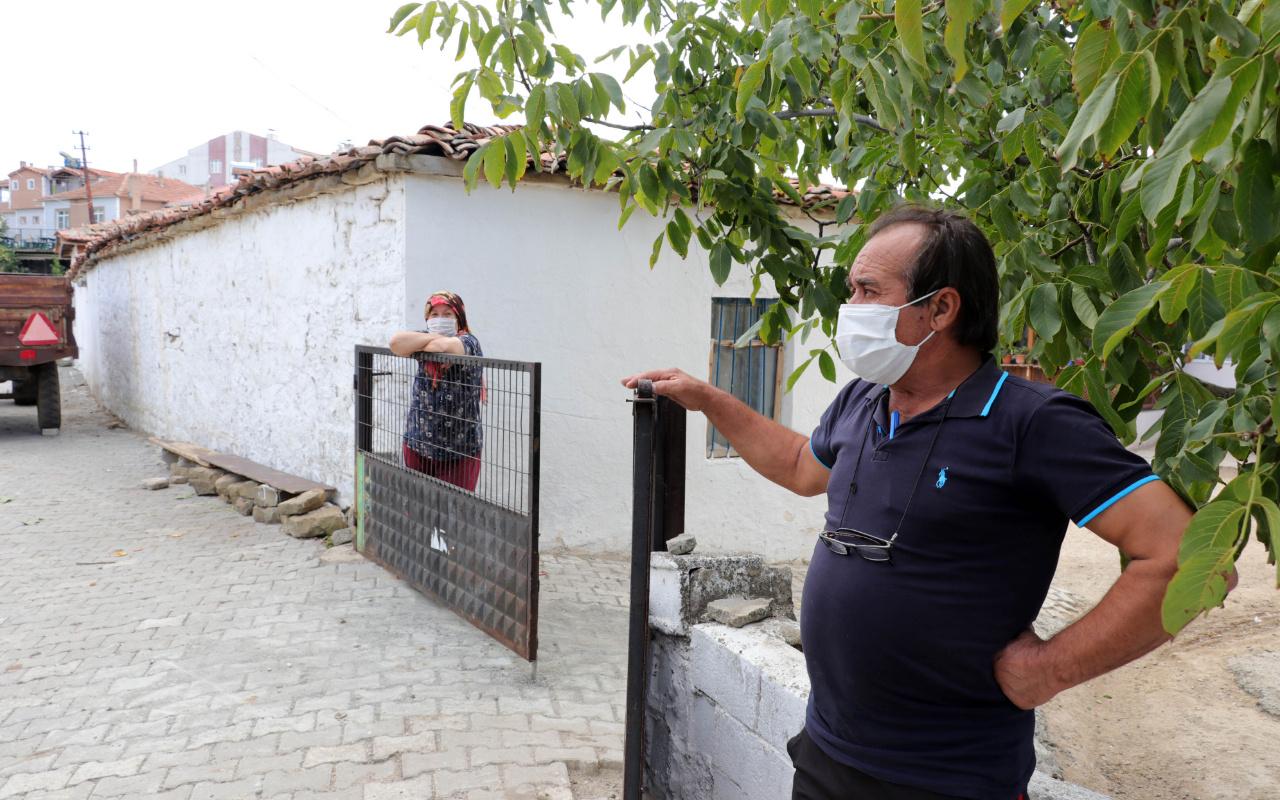 Koronavirüste vaka sayısı artan Bahçeköy'de, iş yerleri ve cami kapatıldı
