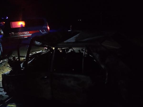 Adana'da TIR'a çarpan otomobil alev alev yandı! 3 kişi öldü - Internet Haber